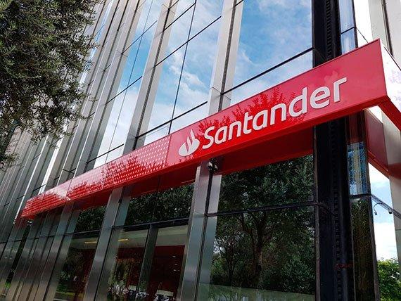 El Santander tendrá que devolver un millón de euros a una empresa