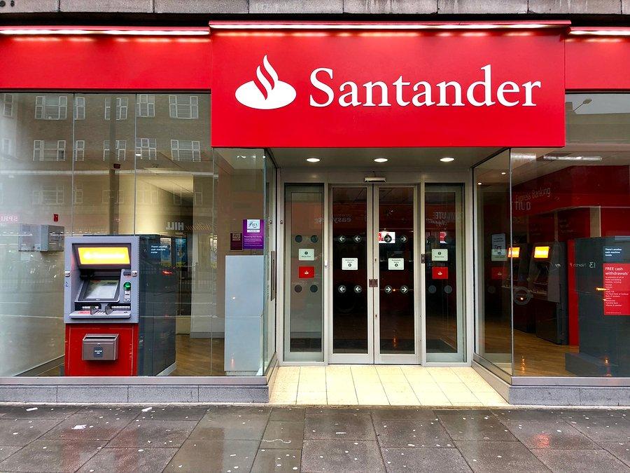 El Santander tendrá que devolver más de 8.000 euros a un vecino de Mieres por la adquisición de acciones del Popular