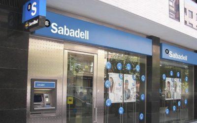 Una vecina de Puerto de Vega recupera 50.000 euros de obligaciones Banco Sabadell